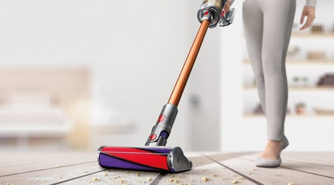 Cleaning the Dyson V10