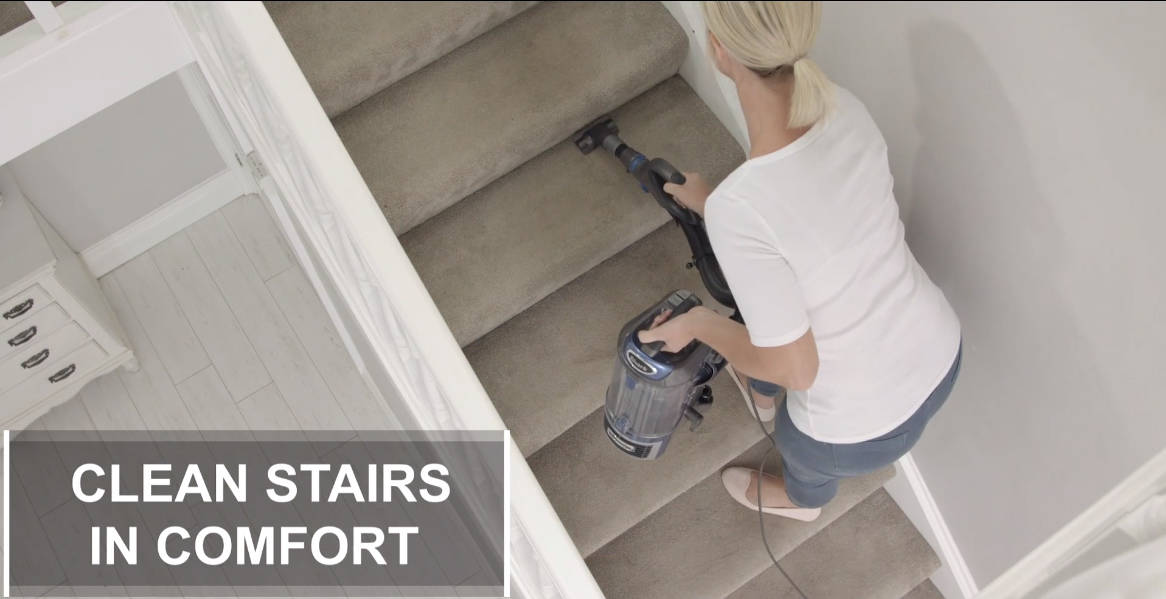 Shark NV601UKT cleaning Stairs in comfort